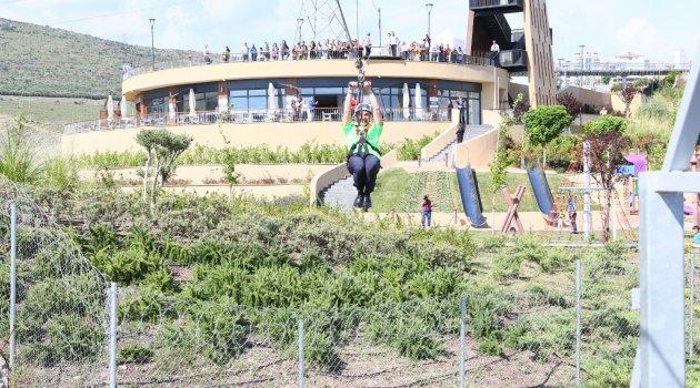 Başkan Soyer, Macera Park'da zipline'a bindi