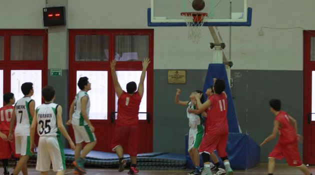 Basketbolcular Gaziemir'de ter döktü