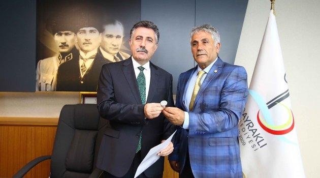 BAYRAKLI'DA 'SERDAR SANDAL' MESAİYE BAŞLADI