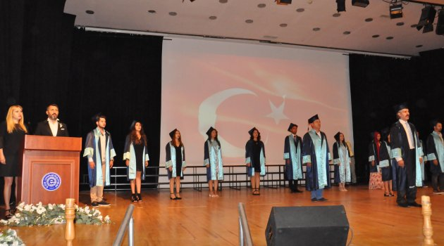 Ege Meslek Yüksekokulu'nda Mezuniyet Heyecanı