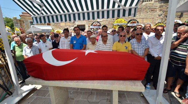 FOÇA'NIN AĞABEYİ ERİNERİ DEMİRAĞ, TOPRAĞA VERİLDİ