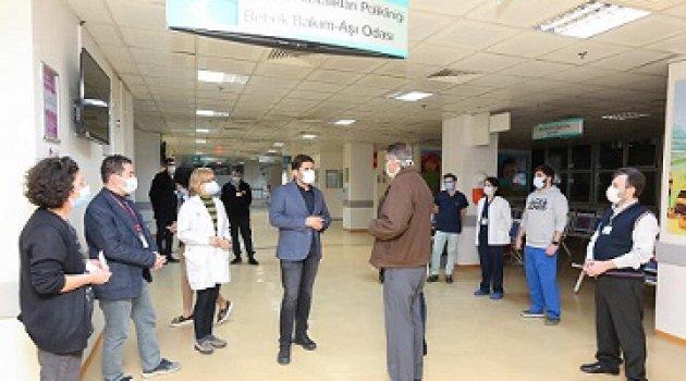 Op. Dr. M. Burak Öztop'' İzmir'de Aşı Mesaisi Hastanelerde Gece 24.00'e Kadar Devam Ediyor...